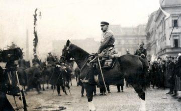 Piłsudski_defilada_11.11.1926
